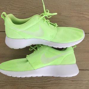Nike Free Runs Size 8 NEON Green